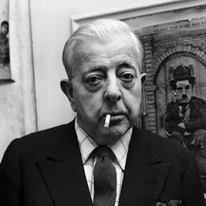 Jacques Prévert (1900-1977), poète et écrivain français, dans sa maison à Montmartre à Paris. Mars 1964. ©Farabola/Leemage